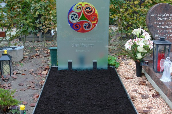 grafmonument met Triskel